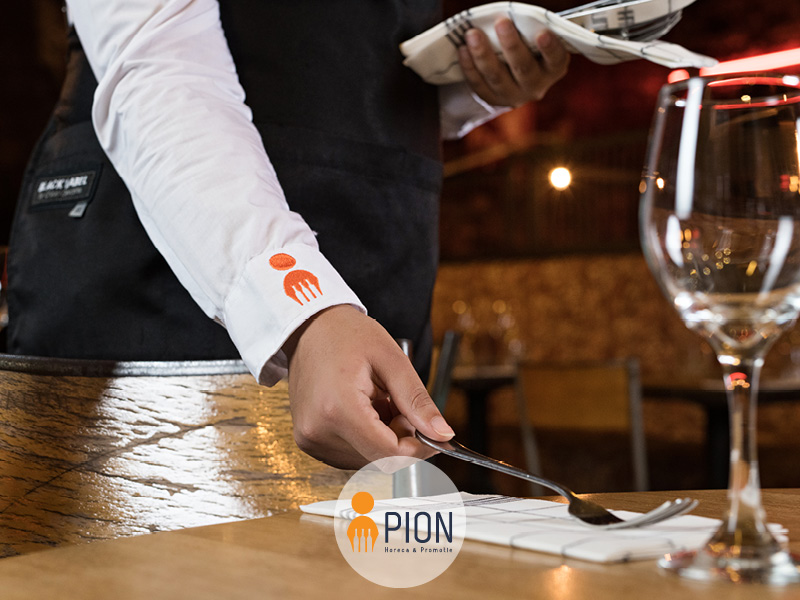 PION horeca promotie uitzendbureau Bergen op Zoom Personeel collega meewerken medewerker Tafel Dekken Bestek