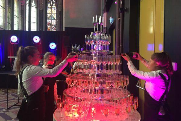 Bruiloft Hotel Nassau huwelijk toost bediening champagne toren PION Horeca en Promotie