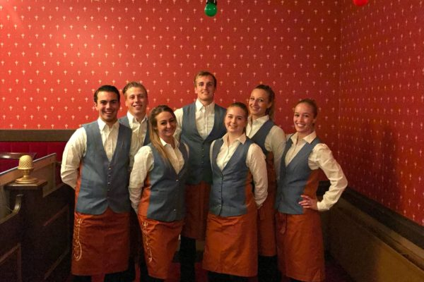 Efteling Theater Waalwijk bediening namens Hutten Catering door PION Horeca en Promotie