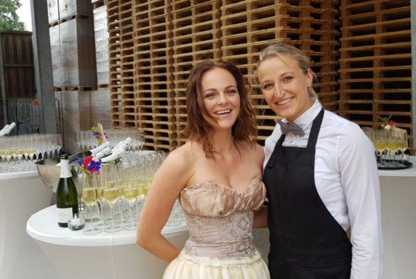 PION horeca promotie uitzendbureau Bergen op Zoom Personeel collega meewerken medewerker Champagne trouwdag bruiloft