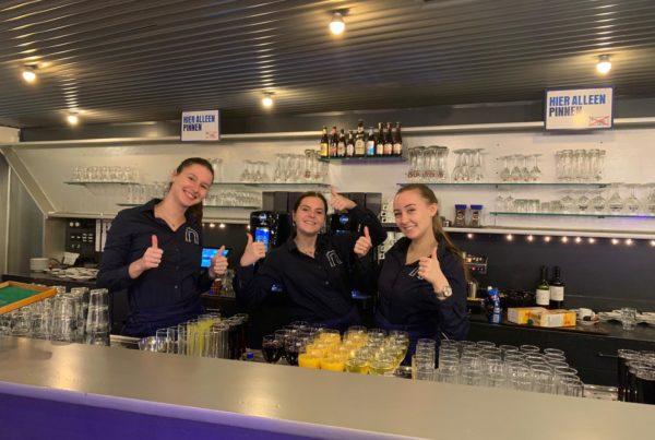 PION horeca promotie uitzendbureau Bergen op Zoom Personeel collega meewerken medewerker Glazen Bar drankje barvrouw
