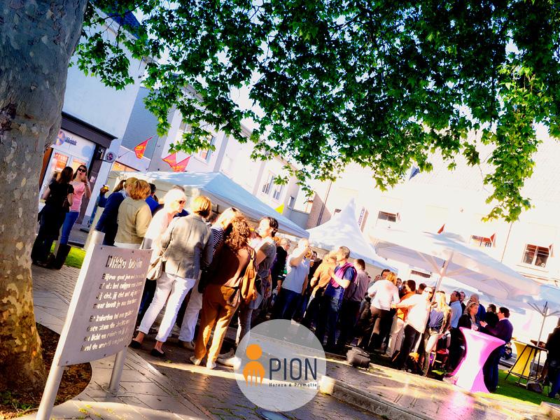 PION horeca promotie uitzendbureau Bergen op Zoom Vrijdagmiddagborrel Vrijmibo Parasols bijeenkomst
